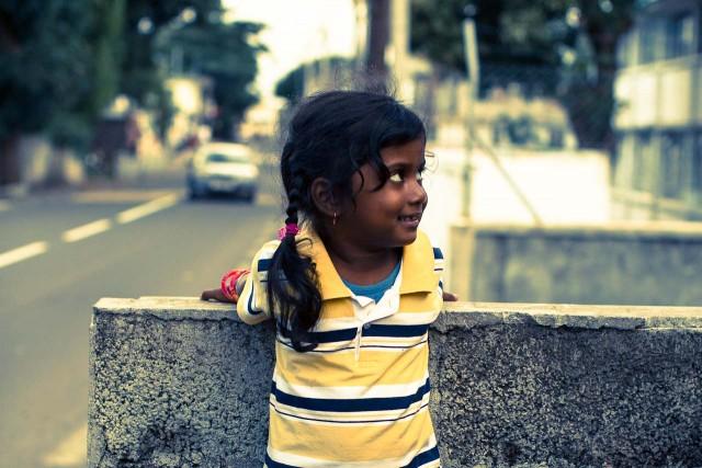 poste-de-flacq-mauritius-street-girl